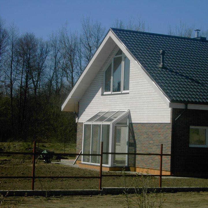 Žiemos sodas iš aliuminio-stiklo konstrukcijos