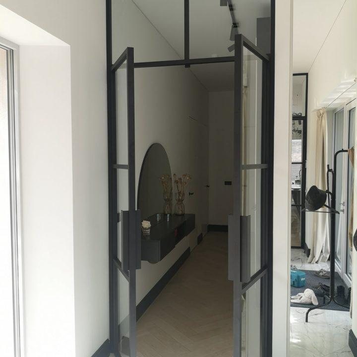 Stiklinės dvivėrės skaidrios durys