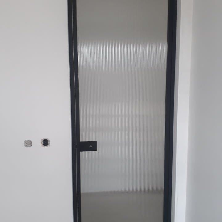 Durys raštuotu stiklu