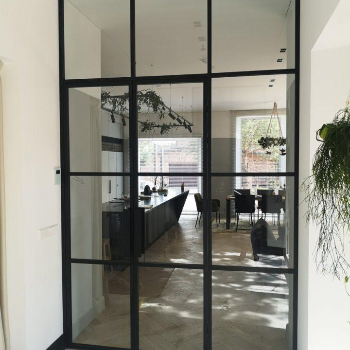 Stiklinės dvivėrės durys