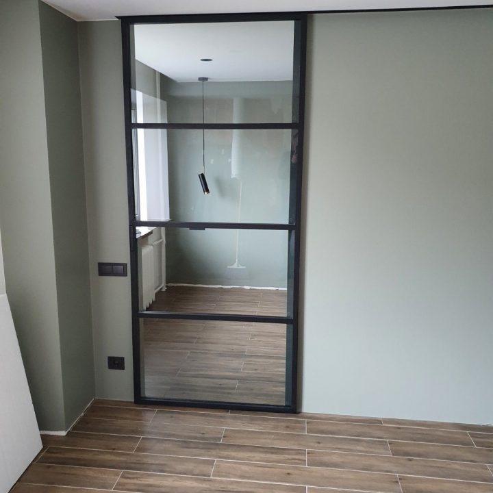 Stumdomos stiklinės durys
