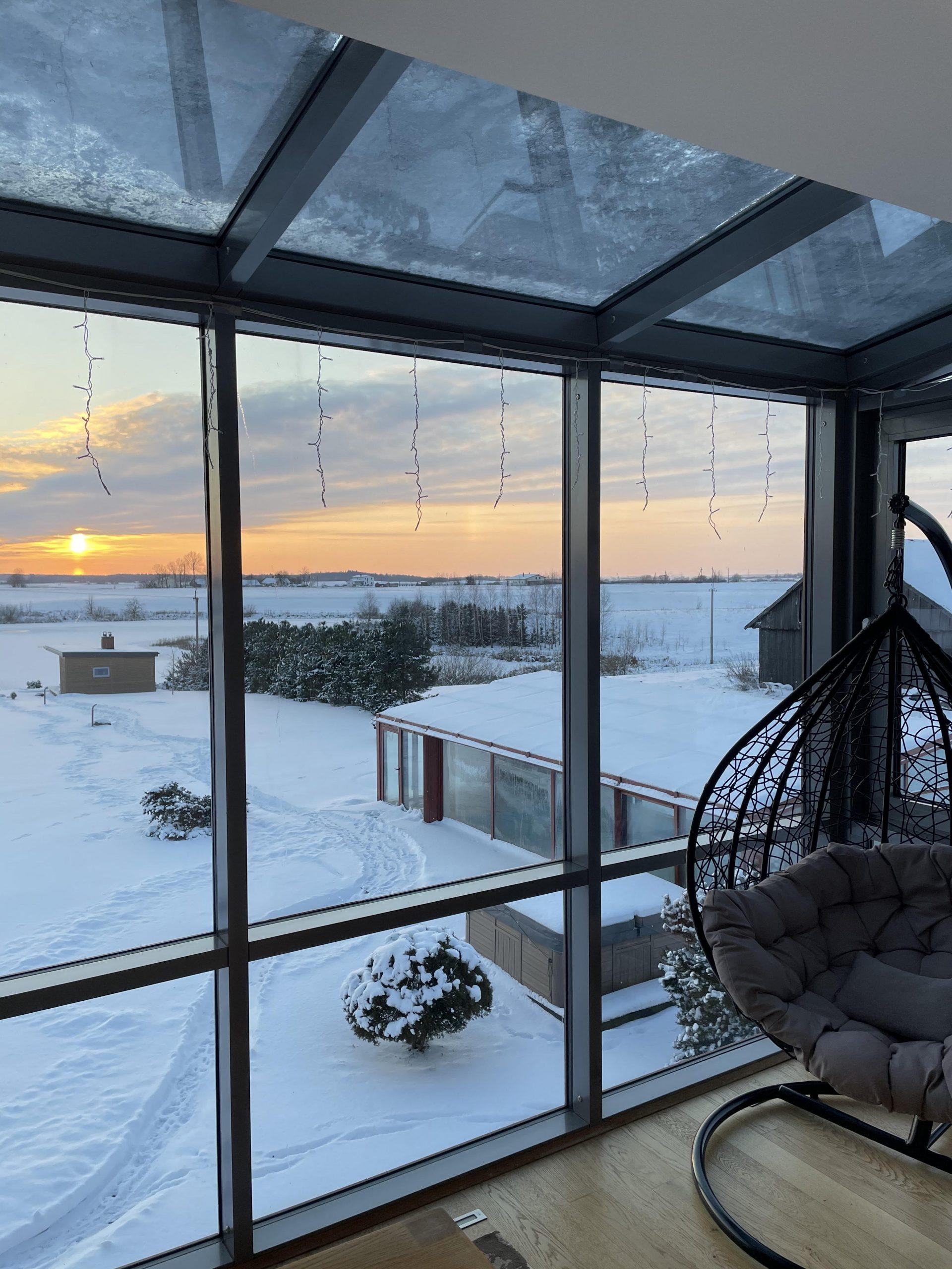 Žiemos sodo stiklo konstrukcija